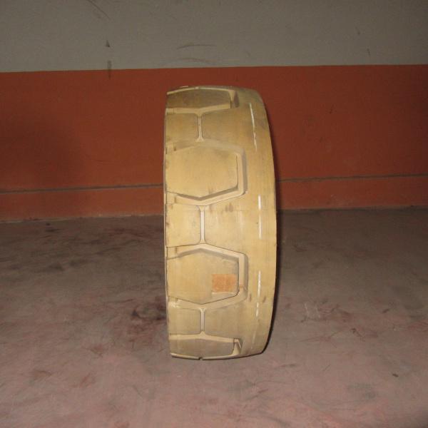 Neumáticos-Manutencion-Poveda 25.0 R15