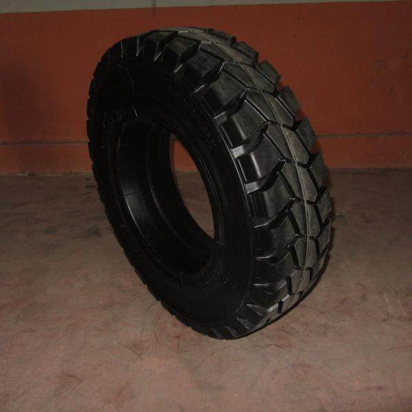 Neumáticos-Manutención-Poveda 7.00-15